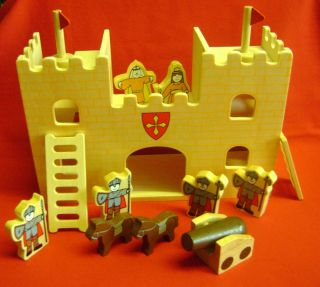 WOODEN KNIGHTS CASTLE & FIGURES PLAY SET. FUN TRADITIONAL TOY PW
