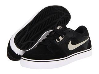 Nike Action Kids Ruckus 2 LR (Youth) $52.00  NEW