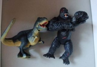 KING KONG 6 ACTION FIGURE KONG and V REK DINOSAUR BY PLAYMATES