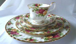 1962 Royal Albert Old Country Roses Bone China 5 Piece Place Setting