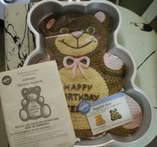 Wilton Huggable Teddy Bear Cake Pan New Idea Booklet