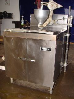 STEEL NATURAL GAS DONUT FRYER WITH BELSHAW SWING ARM PLUNGER H DUTY