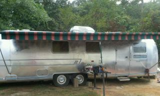 1975 31 Airstream Travel Trailer camper Pull Behind