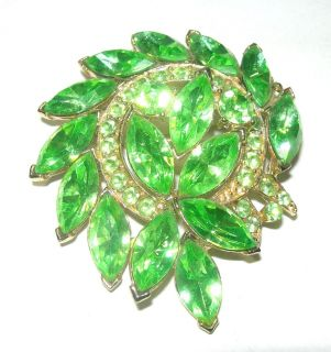 VINTAGE WEISS SIGNED LARGE GREEN PRETTY RHINESTONE BROOCH PIN