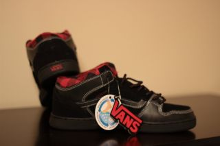 New in Box Vans Mens Edgemont Black Red Plaid Skate Shoes Size 8 0
