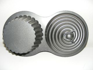 Wilton Giant Cupcake Cake Pan Mold Non Stick Baking 3D Dimensions