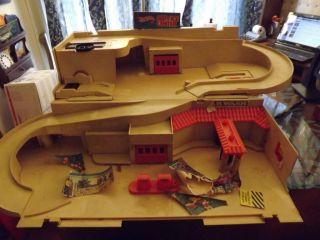 Vintage 1980s Hot Wheels Service Center Playset Toy Car Race Track