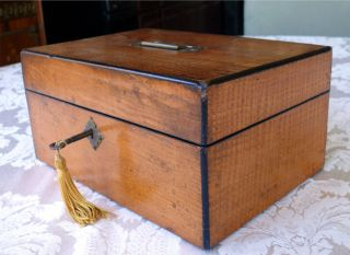 Antique Hardwood Locking Jewelry Box w Removable Tray