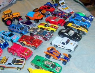 Lot Diecast Toy Vehicles Matchbox Hotwheels etc 27 Pieces