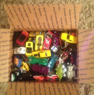HUGE LOT OF BRAND NEW LOOSE HOT WHEELS DIECAST CARS FULL MEDIUM FLAT