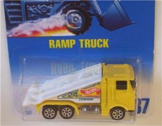 Truck Yellow Semi Cab Car Hauler SP7 Hot Wheels 187 Toy Vehicle